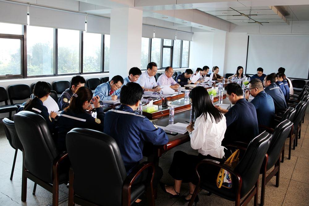 公司主题教育指导组进行集中再培训
